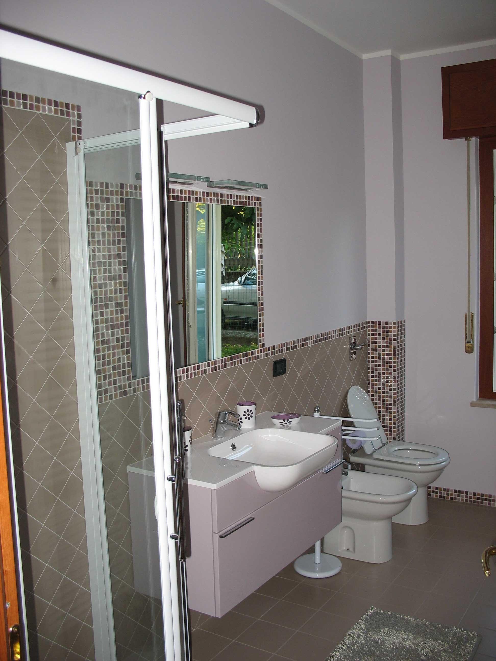 I mosaici piastrellista cremona pavimenti rivestimenti - Posa mosaico bagno ...